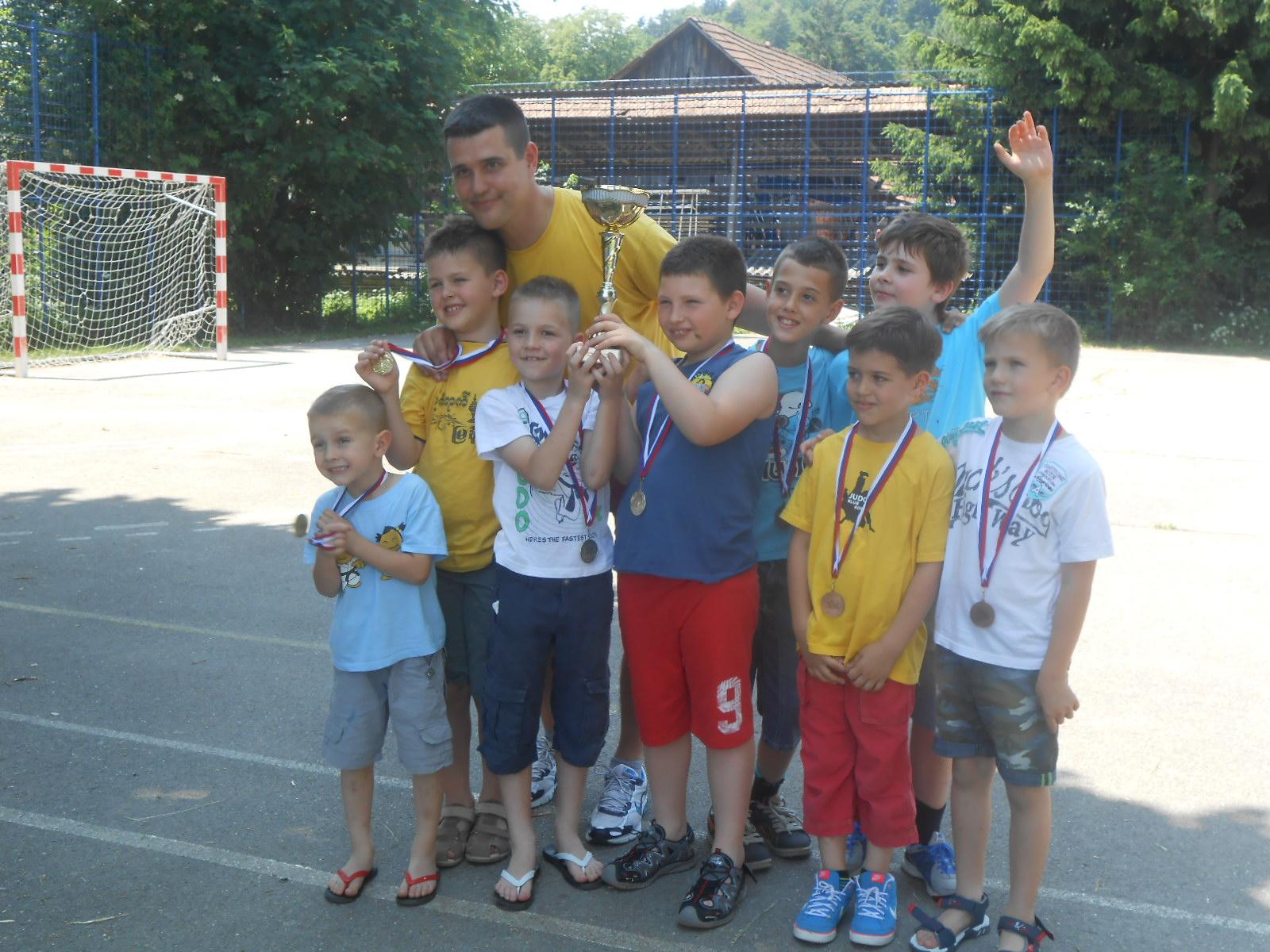 Lan, Leo, Danil in Eneja oba zlato osvojili so. Ostali domov bron prinesli so. Ekipno smo bili drugi.