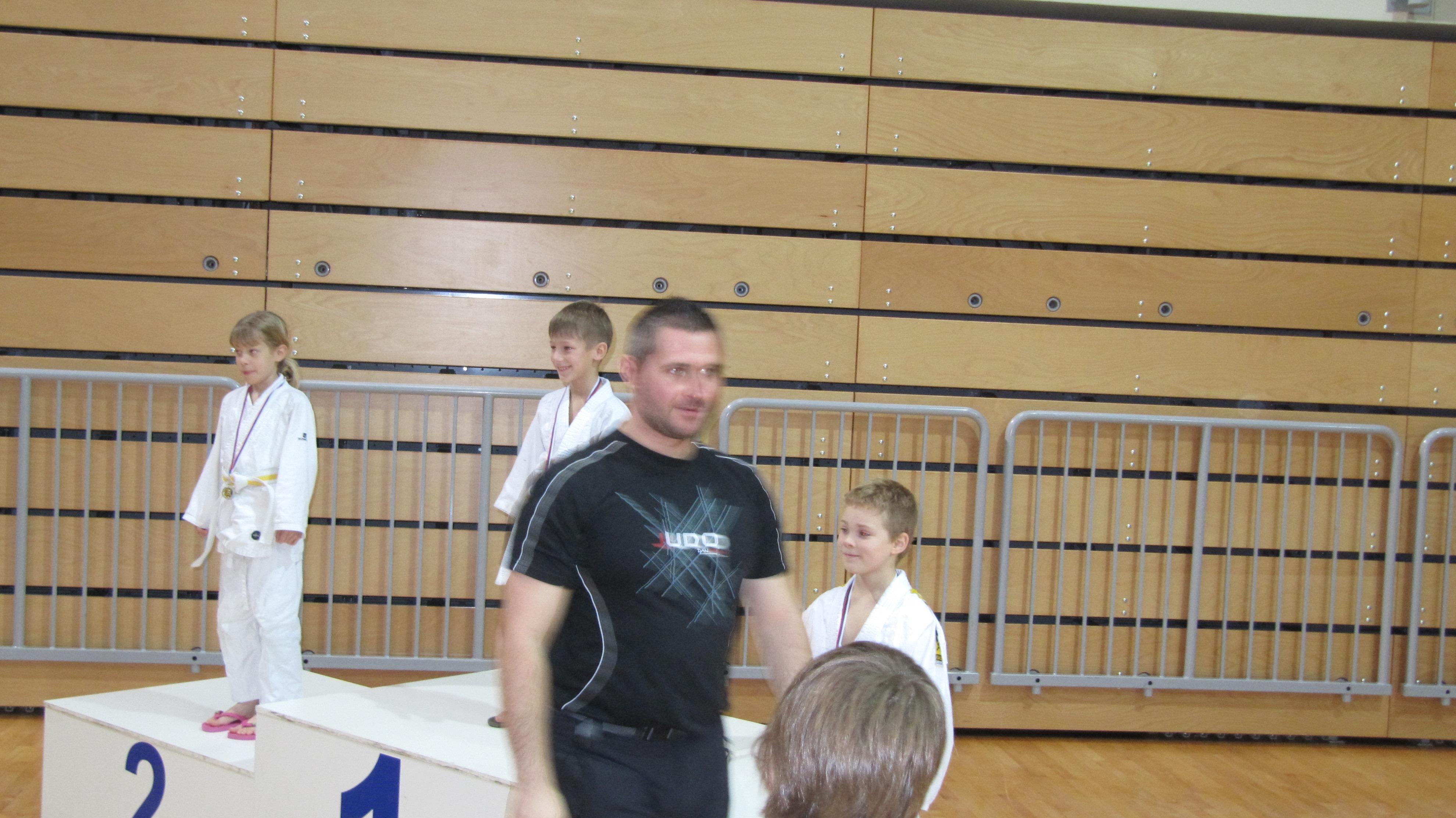 Gregor je podelil prve medalje
