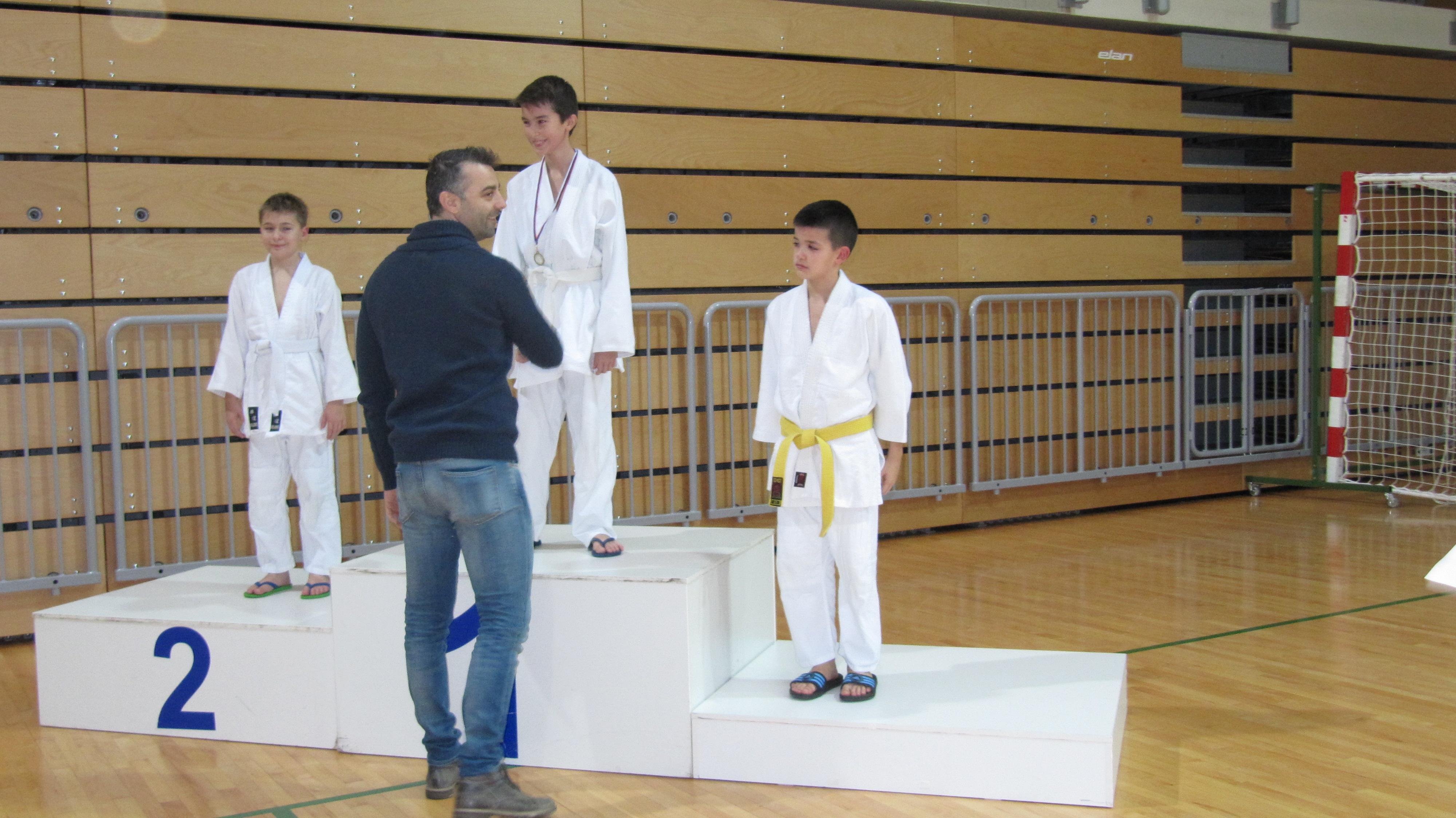 Gregor čestita Niku za osvojeno 1.mesto