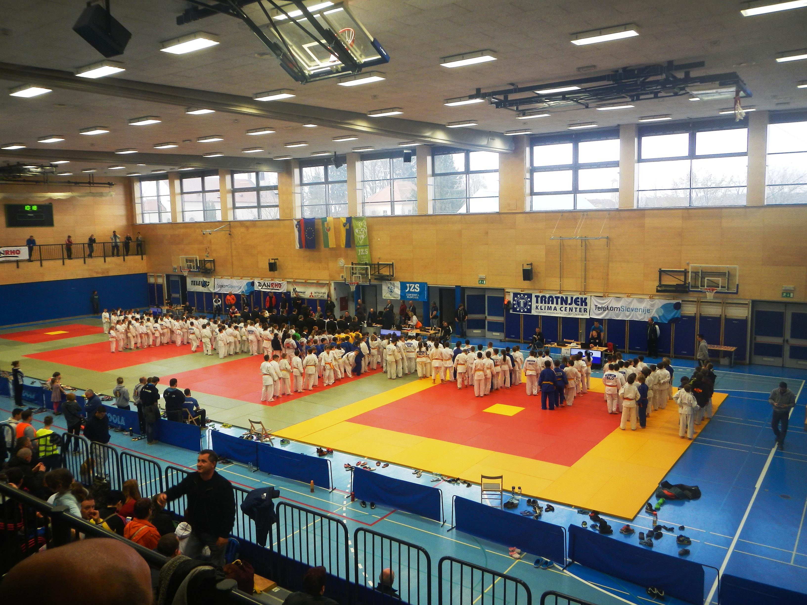 200 tekmovalcev in tekmovalk