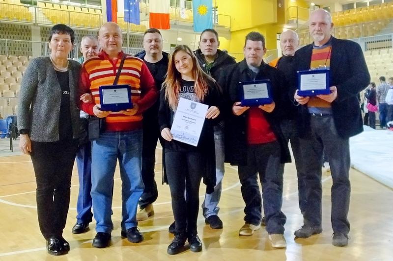 Nagrajenci Judo kluba Koper z predsednico športne zveze Koper Sonjo Pljšak