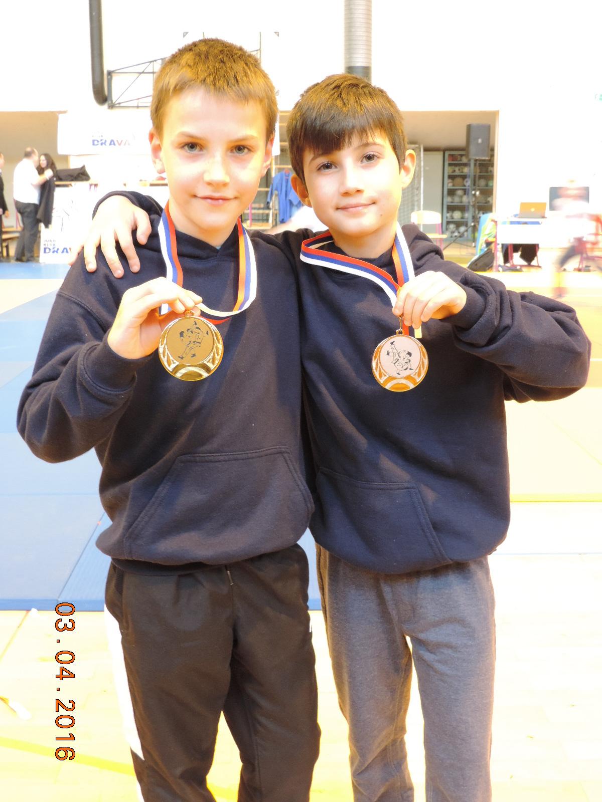 Vid in Martin z medaljama