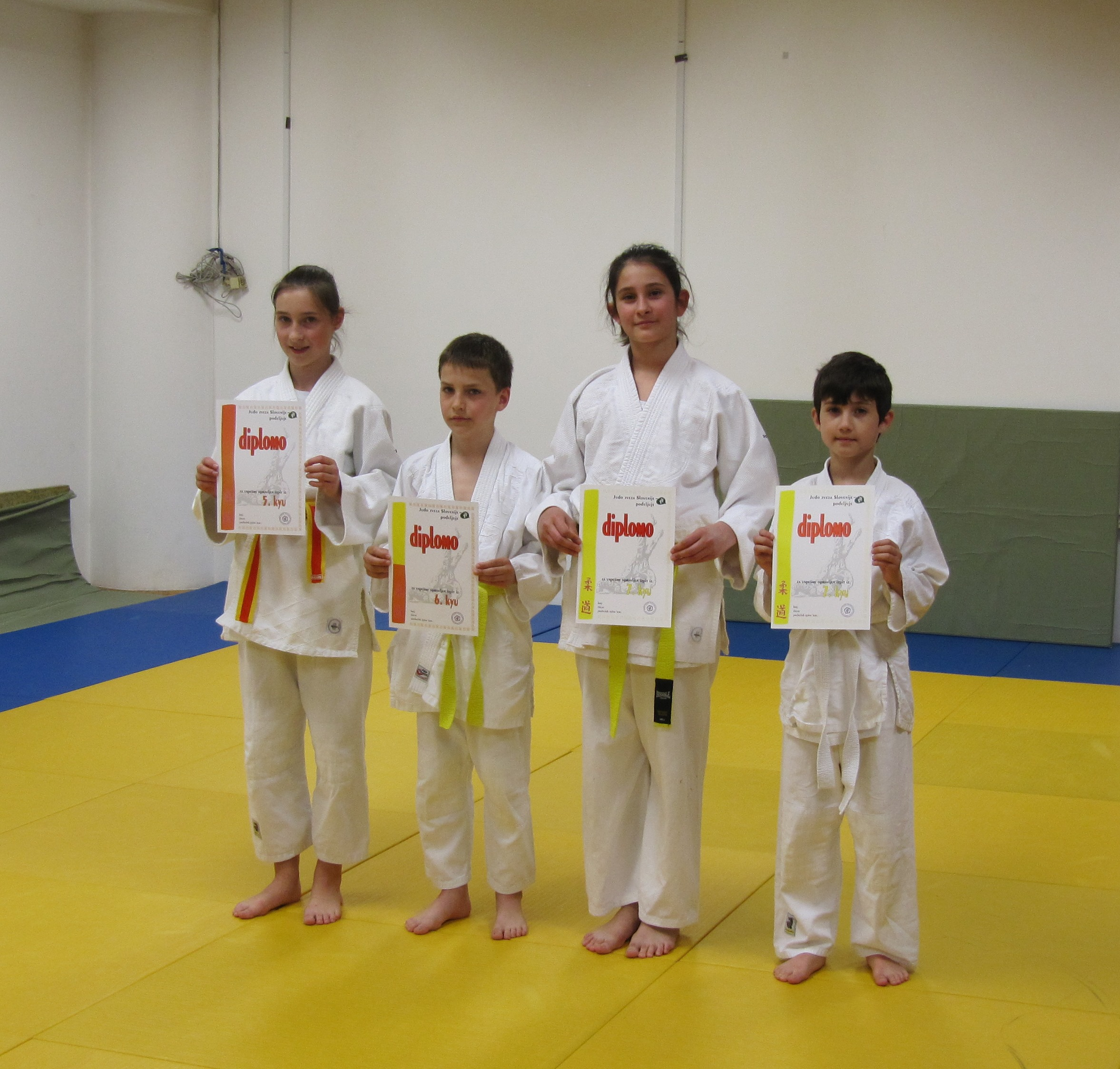 Urška,Vid, Tamara in Martin z diplomami